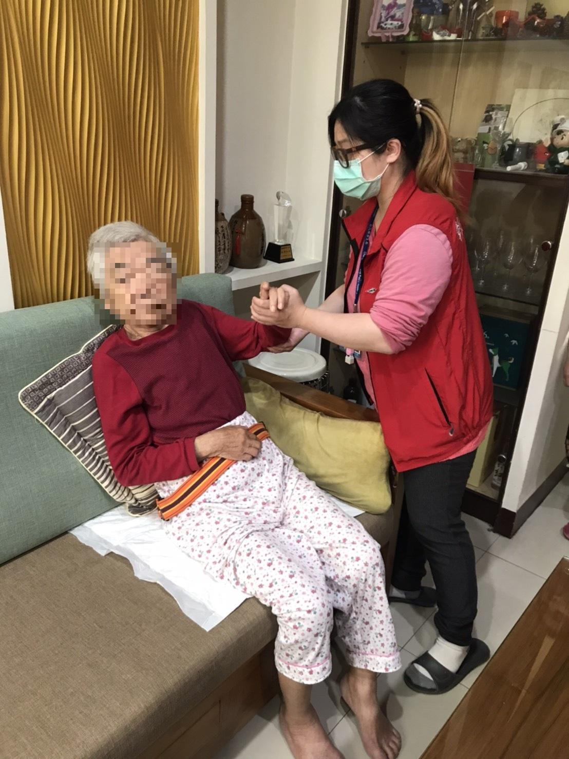 關懷居家失能長者、提供優質長照服務