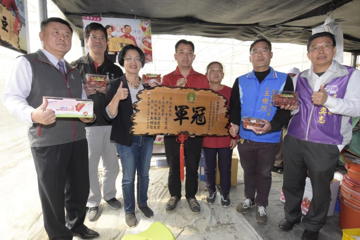 王惠美縣長與農友觀摩健康優質設施小果番茄冠軍果園 歡迎品嘗彰化優鮮番茄與農特產品