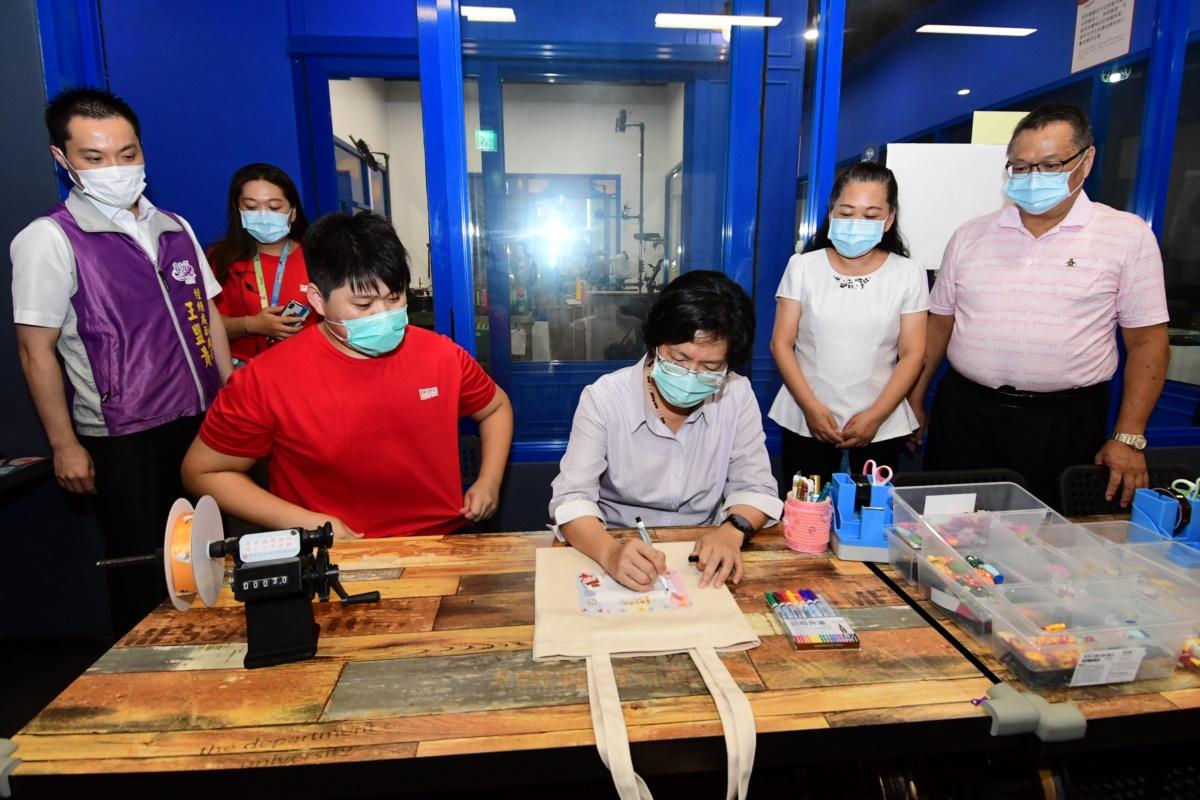 彰化縣第15家觀光工廠「織夢樂園」 傳承發揚‧傳產二代以嶄新元素打造夢樂園