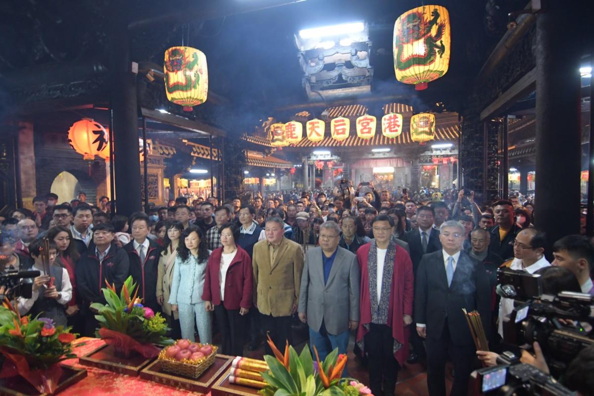 王惠美縣長除夕夜到鹿港廟宇為民祈福  祈求新的一年風調雨順、國泰民安