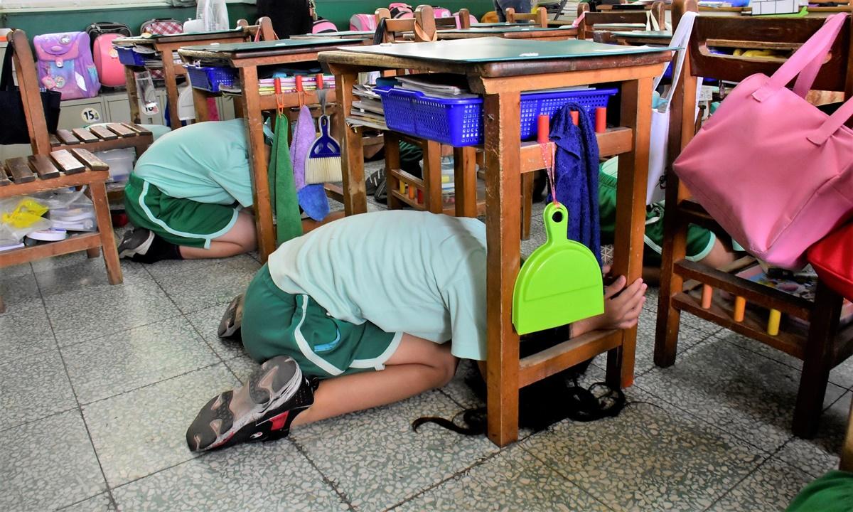 國家防災日 地震避難掩護演練觀摩「趴下、掩護、穩住」
