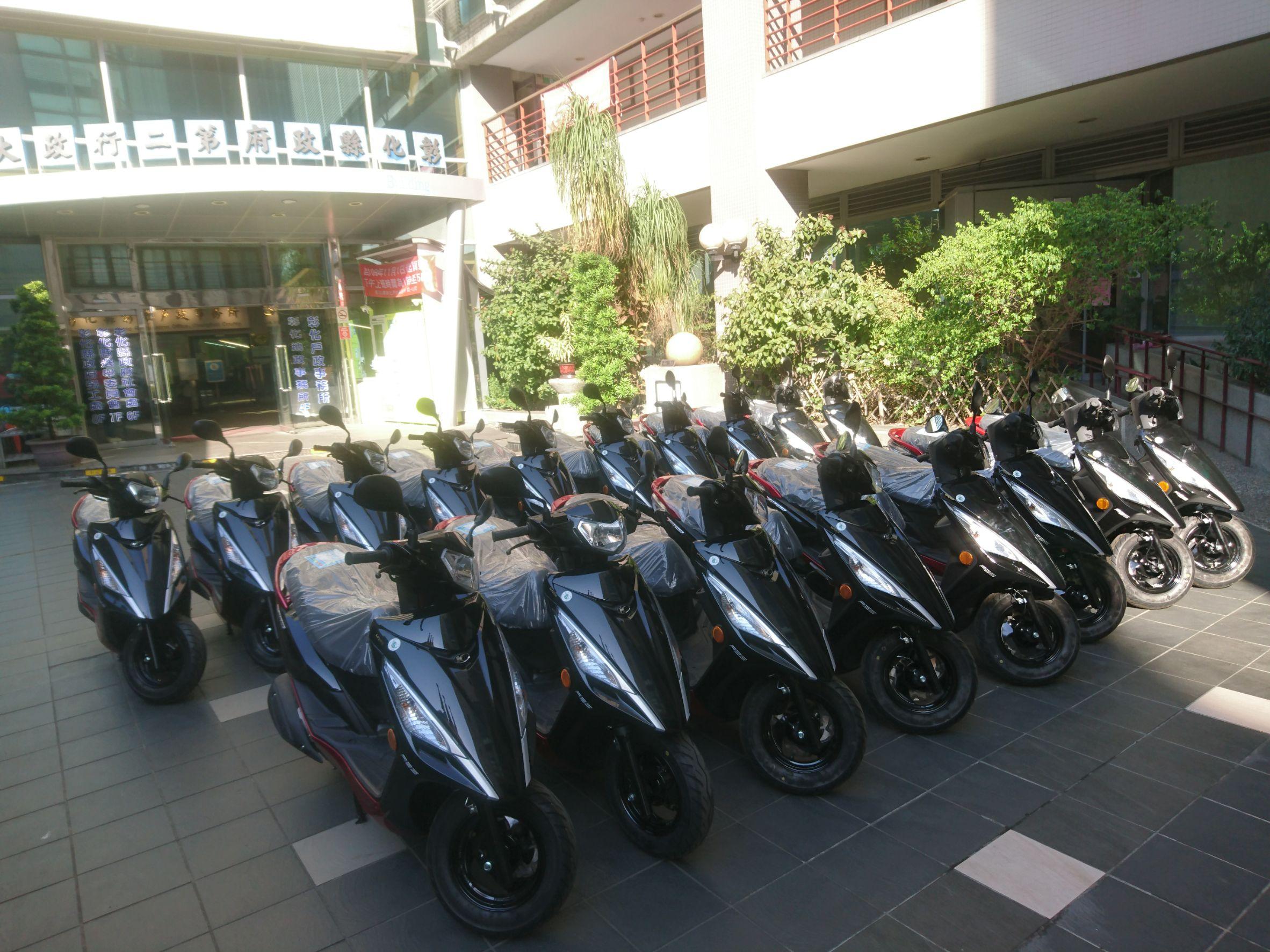 「台中公益慈善基金會」捐贈本府七期環保燃油機車18輛