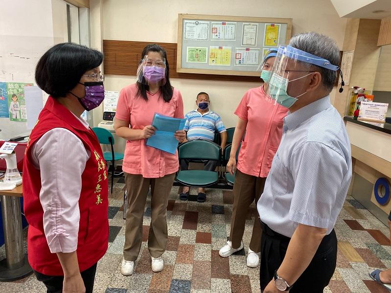 關心疫苗施打情形 疫苗預約接種第四天 彰化縣國小教職員工今天起開始施打